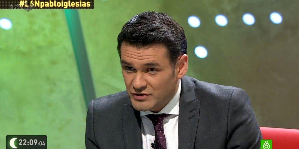 Iñaki López ejerce, de nuevo, de niñera de Pablo Iglesias en 'La Sexta noche'