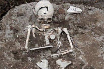 Aparece la tumba de un vampiro a la vieja usanza: con una estaca clavada en el pecho