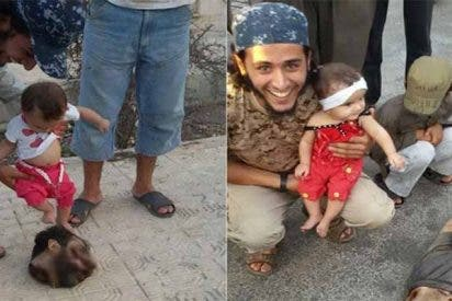 Las escalofriantes fotos del yihadista que enseña a su bebé a patear la cabeza del decapitado