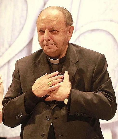 Una mujer roba el anillo episcopal a monseñor Uriarte