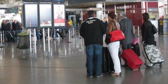 La OCU denuncia que algunos buscadores de vuelos inflan el precio final hasta un 43%