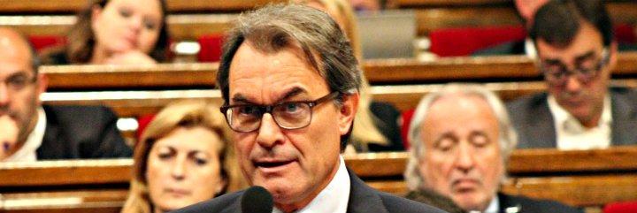 ¡Zas, en toda la boca! Mas se convierte en el segundo presidente de la Generalitat que recibe una querella