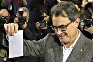 """Votan en el sucedáneo de referéndum independentista dos de los 6,3 millones de catalanes convocados en lo que Artur Mas califica de """"éxito total"""""""