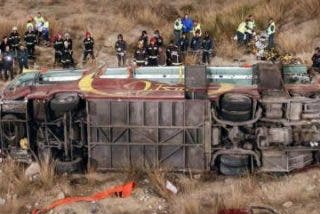 Al menos 14 muertos y 38 heridos en un accidente de autobús en Murcia