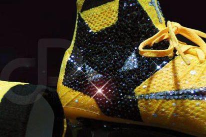 Las soprendentes botas Nike con cristales de Swarovski