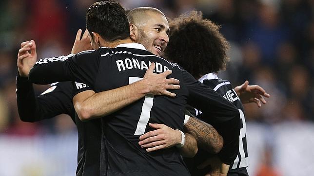El Real Madrid reafirma su liderazgo con goles de Benzema y Bale ante un meritorio Málaga y un Kameni enorme