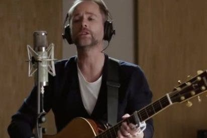 Billy Boyd (Pippin) interpreta el tema final de 'El hobbit'