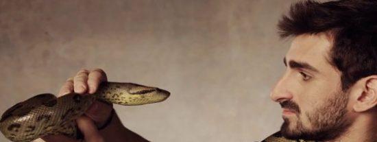Engullido en vivo y en directo por una anaconda... y con todo su permiso
