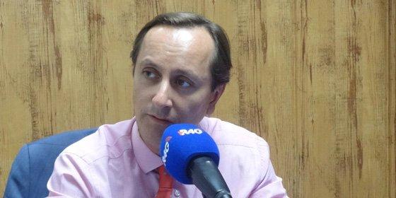 """Carlos Cuesta: """"¿Cómo llamamos al dinero recibido por Errejón, becas black o sueldos black?"""""""