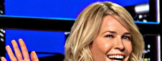 La maciza Chelsea Handler posa en topless 'a lo Putin', para denunciar el sexismo de Instagram