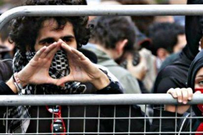 La 'casta' de Podemos se camufla de intelectual comprometido en la Facultad de Políticas de la Complutense