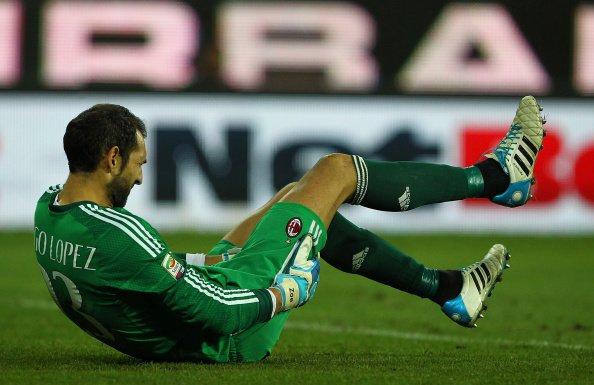 ¡Diego López se injerta pelo!