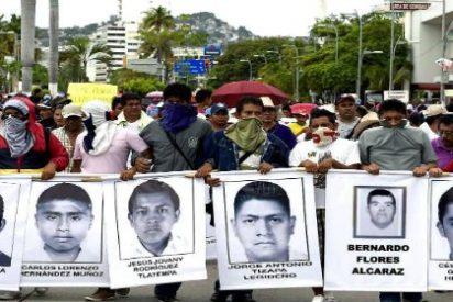 """Los 43 estudiantes desaparecidos en México fueron """"quemados vivos"""""""