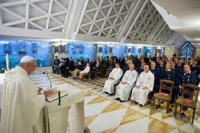 """Francisco, en Santa Marta: """"El verdadero cristiano no tiene miedo de ensuciarse las manos con los pecadores"""""""