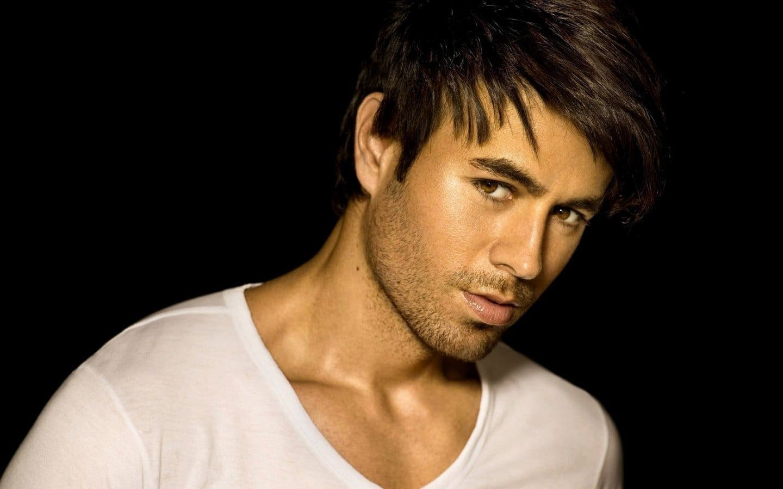 Enrique Iglesias recibe su disco de platino por Bailando