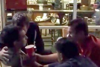 El exorcismo practicado en la terraza de una cafetería de Starbucks es para hacerse cruces
