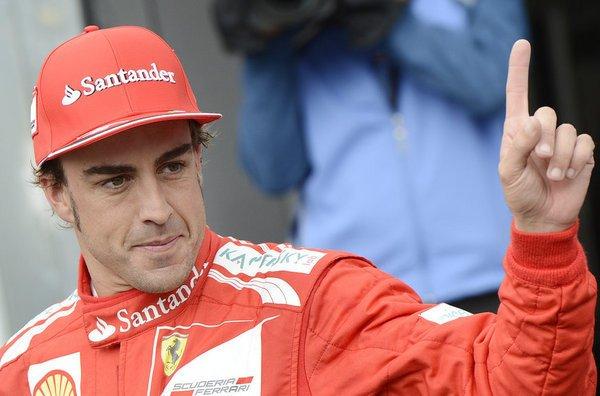 Fernando Alonso 'atiza' a un miembro de Ferrari en su despedida