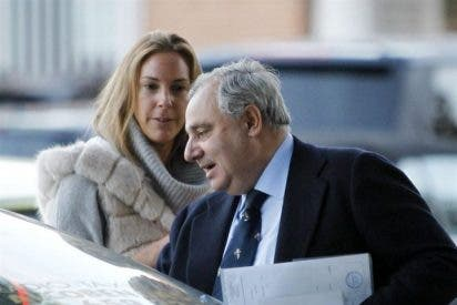 Fernando Martínez de Irujo, vuelve a la normalidad con una amiga, tras la pérdida de su madre