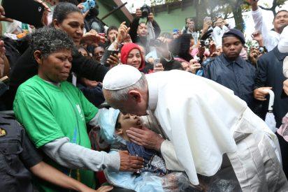 """Francisco: """"La Iglesia debe ser pobre y humilde, como la viuda del Evangelio"""""""