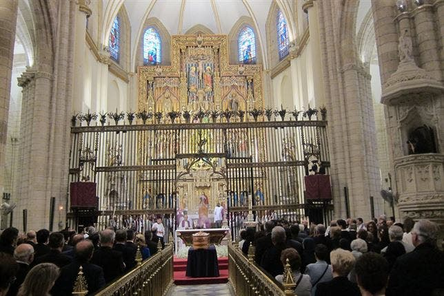 Murcia despide al obispo Azagra