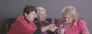 ¡Marihuana para todos! El vídeo de las 3 abuelas cachondas fumando y que acaban comiendo Doritos