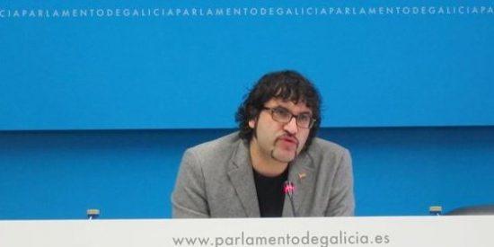 El Parlamento de Galicia suspende de sus derechos parlamentarios a un diputado de AGE