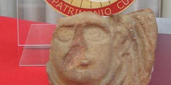 Vuelve a Pompeya medio siglo después a devolver la pieza que robo en su viaje de novios