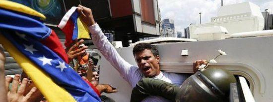 """Los militares chavistas torturan a los presos políticos rociándoles con """"pipí y pupú"""" en sus oscuras celdas"""
