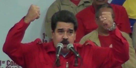 """Así reacciona el iracundo Maduro cuando se atreven a interrumpirle un discurso: """"¿Dónde está la disciplina?"""""""