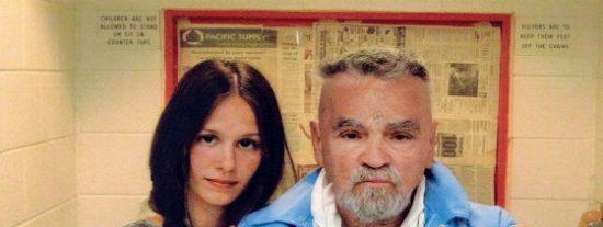 El rijoso asesino Charles Manson ya tiene toda una licencia para casarse con una 'chalada' de 26 años