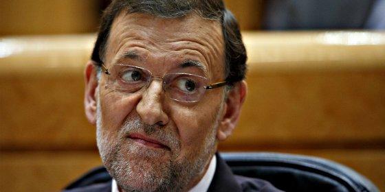 Los daños del PP fuerzan a Rajoy a desperezarse y bajar a la arena