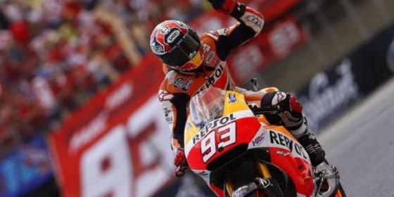 Márquez da 'un palo' a Honda