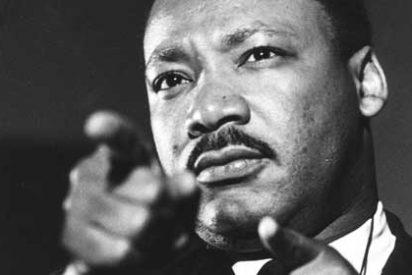 """La carta 'sexual' que el FBI mandó a Martin Luther King para que se suicidara: """"¡Bestia!"""""""