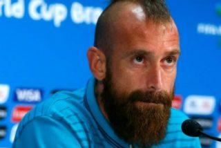 Multa a los jugadores de su equipo por llevar barba