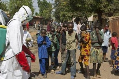 Repatrían a una cooperante navarra que se contagió de ébola en Mali por un pinchazo