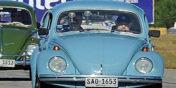 Al modoso de Mujica le ofrecen un millón de dólares por su viejo 'escarabajo'... y le está dando vueltas