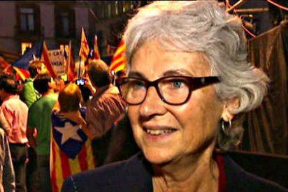 Cataluña: La presidenta de Omnium Cultural, Muriel Casals, y su coreografía
