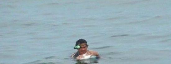 """El rescate del náufrago que se pasó dos días abrazado a una nevera en el Pacífico: """"Nos vamos a joder hermano"""""""