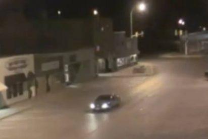 Un coche es abducido por extraterrestres y queda registrado en una cámara