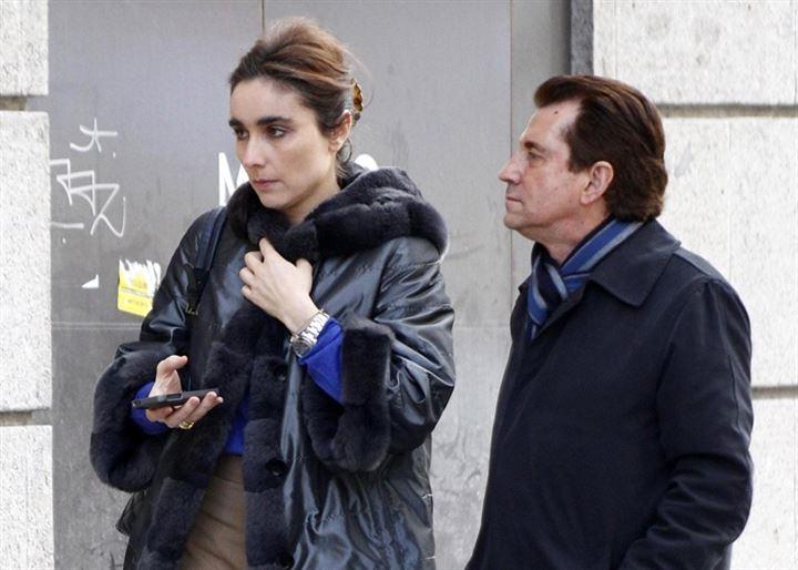Paloma Segrelles, muy bien acompañada, disfruta de la 'milla de oro madrileña'