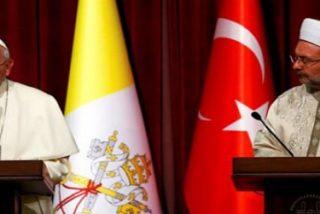 """El Papa condena en Ankara """"la violencia que busca justificación religiosa"""""""