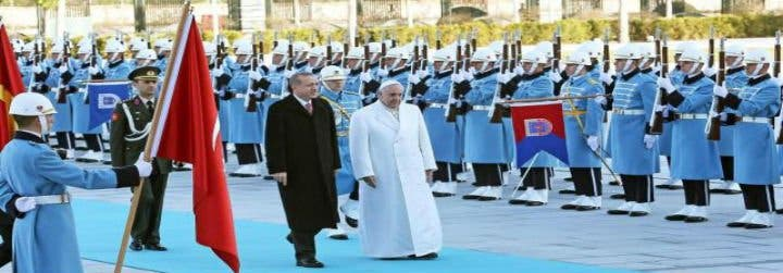 """Francisco rechaza la """"mera respuesta militar"""" contra el terrorismo en Siria e Irak"""