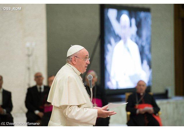 El Papa abre un coloquio interreligioso sobre el hombre y la mujer