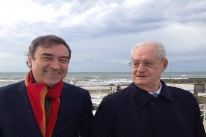 ¿Quién es el hombre que aparece junto a Pedrojota en la foto que ha hecho saltar las alarmas?