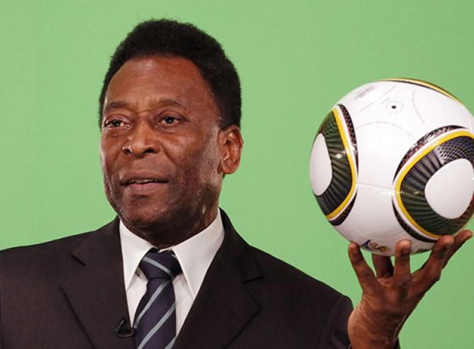 """Pelé está """"lúcido, habla"""" y permanece """"estable"""""""
