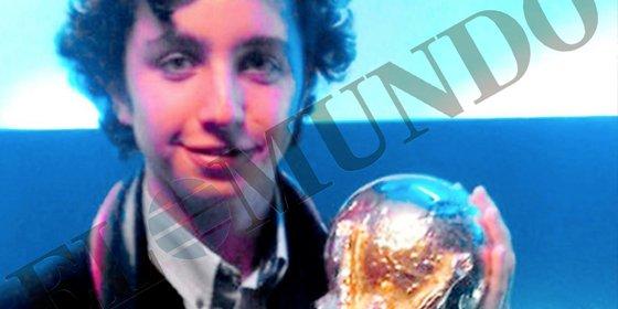 El 'pequeño Nicolás' levantó la Copa del Mundo que ganó España