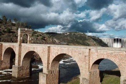 El Puente Romano de Alcántara recibe el Premio 'Mejor Rincón' 2014 de la Guía Repsol