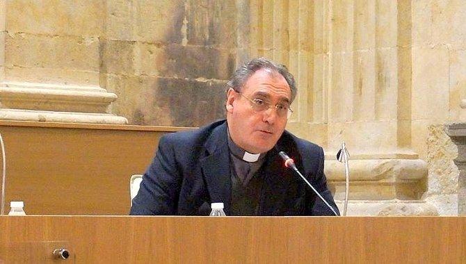 """José M. Gil Tamayo: """"La Iglesia reclama una presencia en el espacio público"""""""