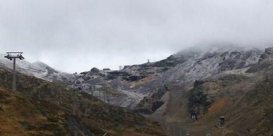 Sierra Nevada activa la producción artificial de nieve