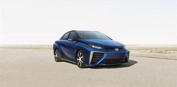 Toyota anuncia el Mirai mientras Renault no para de vender eléctricos